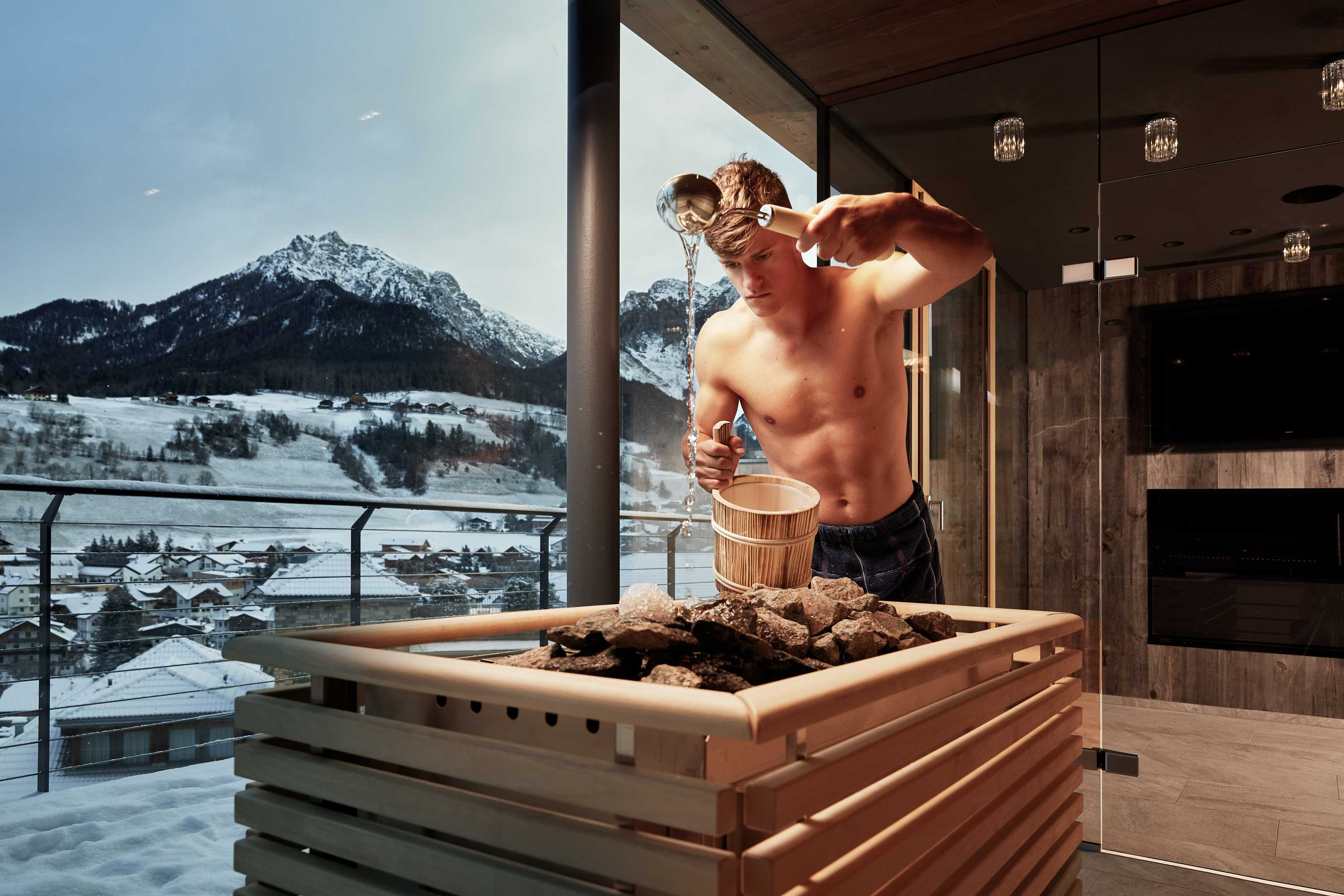 Wellness holidays in South Tyrol & ski hotel directly on the slopes of the Plan de Corones